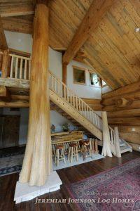 Интерьер в бревенчатом доме-пример